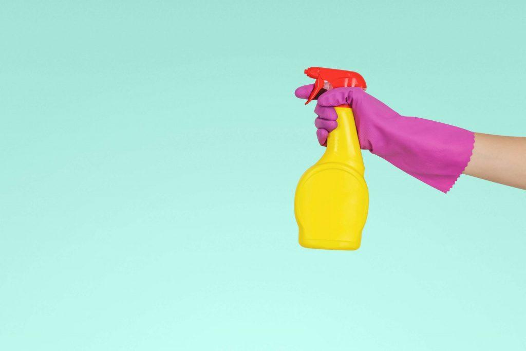 Cómo limpiar la casa si tenemos una persona enferma por coronavirus